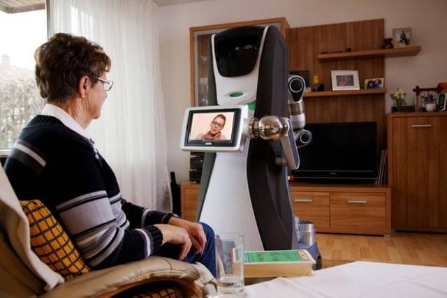 Roboter in der Pflege: Deutscher Bundestag erteilt Universität Gutachtenauftrag