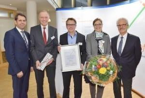 Preisträger und Laudator (v.l.n.r.): Minister Olaf Lies, Samtgemeinde Bürgermeister Neuenhaus Günther Oldekamp, Thomas Nerlinger, Andrea Hildner, Abteilungsleiter Harald Lesch